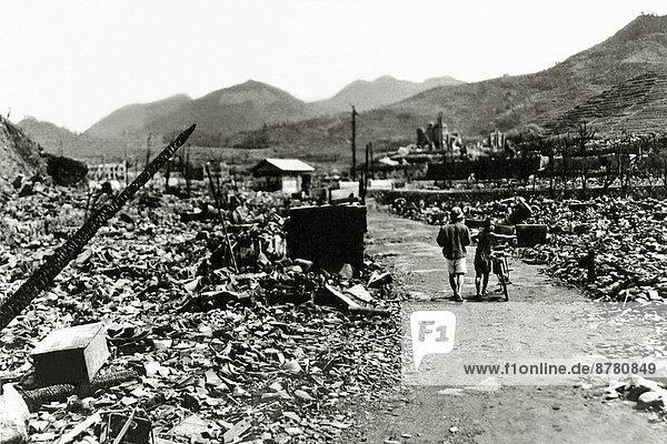Mensch  Stadt  Großstadt  Geschichte  Ruine  Krieg  Vernichtung  Atombombe  August  Japan  Nagasaki  Zweiter Weltkrieg  II.