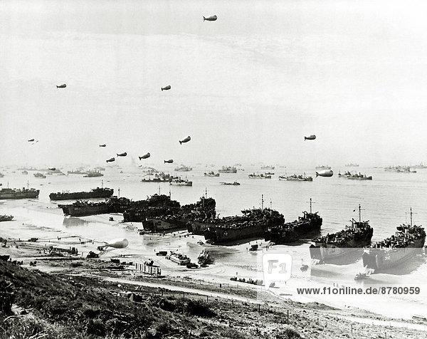 Frankreich  Europa  Freiheit  Strand  Teamwork  Küste  Geschichte  Schiff  Krieg  abladen  eindringen  Juni  Normandie  Zweiter Weltkrieg  II.