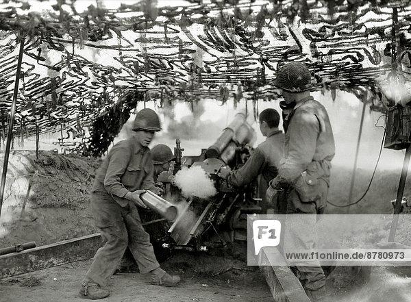 beladen  Frankreich  Europa  4  Teamwork  Geschichte  Soldat  Feuer  Krieg  amerikanisch  eindringen  Kanone  Juli  Militär  Normandie  Zweiter Weltkrieg  II.