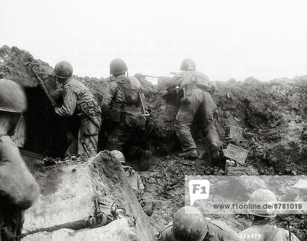 Bunker  Frankreich  Europa  Freiheit  Teamwork  angreifen  Geschichte  Soldat  Schlacht  Krieg  eindringen  Angriff  Normandie  Zweiter Weltkrieg  II.