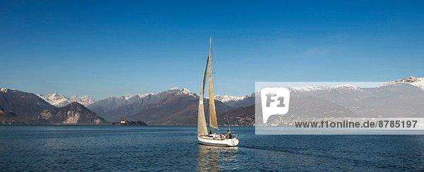 Yacht auf dem Lago Maggiore  Lombardei  Italien