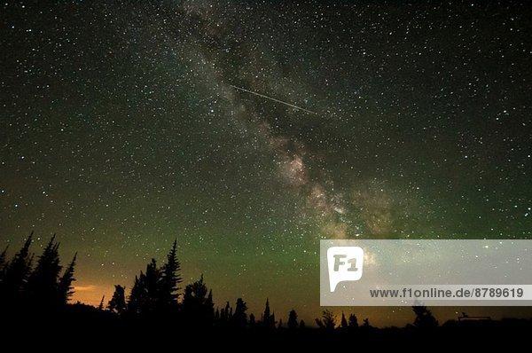 Milchstraße und Sternschnuppe  Osoyoos  British Columbia  Kanada