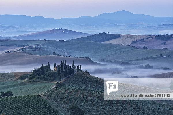 Europa Wohnhaus Morgen Landschaft Bauernhof Hof Höfe niemand Nebel Toskana Italienisch Italien San Quirico d'Orcia