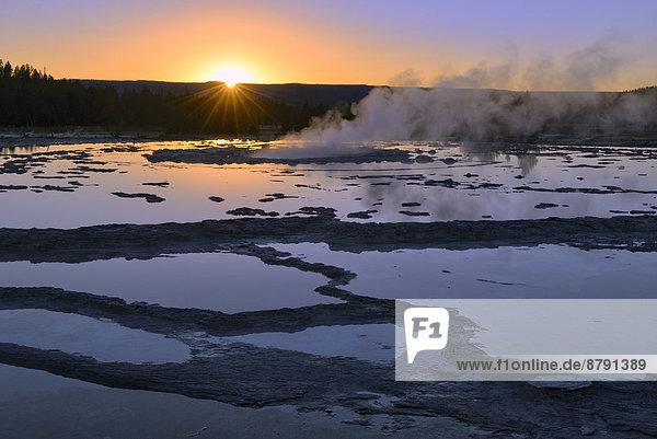 Vereinigte Staaten von Amerika  USA  Nationalpark  Amerika  Sonnenuntergang  Landschaft  niemand  Spiegelung  Geysir  Natur  Yellowstone Nationalpark  UNESCO-Welterbe  Rocky Mountains  Abenddämmerung  Westen  Wyoming