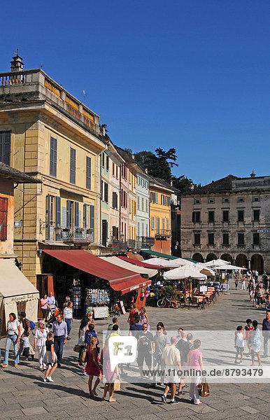 Ufer Tourist Antiquität Quadrat Quadrate quadratisch quadratisches quadratischer Palast Schloß Schlösser Italien Piemont