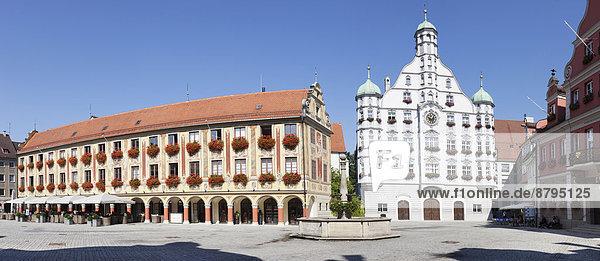 Rathaus mit Steuerhaus und Großzunft am Marktplatz von Memmingen  Unterallgäu  Schwaben  Bayern  Deutschland