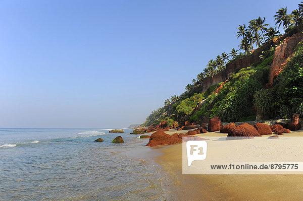 Rote Klippen am Strand von Varkala  Kerala  Südindien  Indien Rote Klippen am Strand von Varkala, Kerala, Südindien, Indien