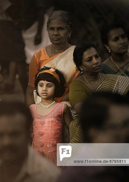 Mädchen und indische Hindus  Kerala  Südindien  Indien Mädchen und indische Hindus, Kerala, Südindien, Indien