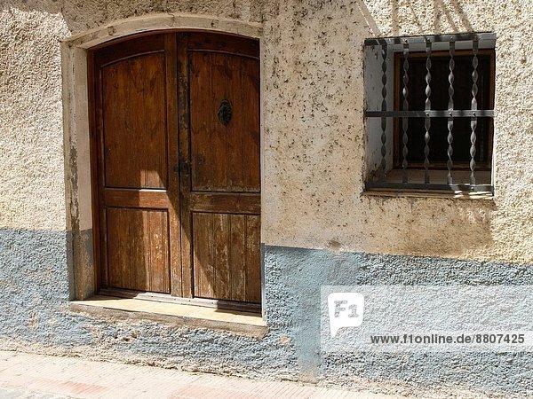 Wohnhaus geschlossen Tür Straße alt Spanien