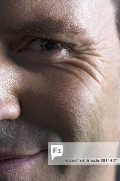 Männergesicht  lächelnd  Nahaufnahme