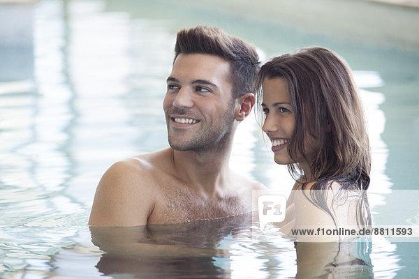 Gemeinsames Entspannen im Pool