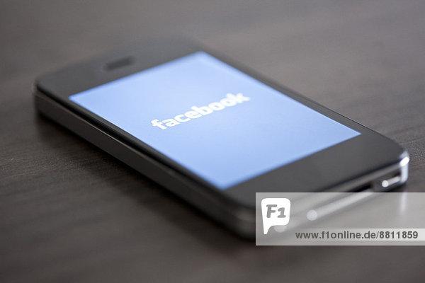 Nahaufnahme des Smartphones mit Social Media App