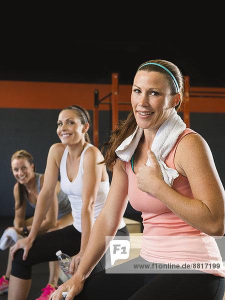 Zusammenhalt Fitness-Studio Frau ruhen
