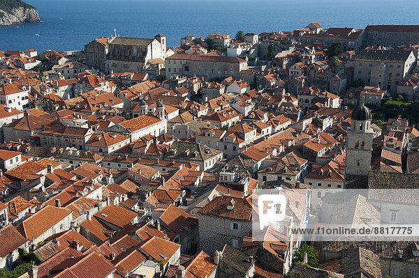 Stadtmauer über Stadt Geschichte Ansicht Kroatien Dalmatien Dubrovnik