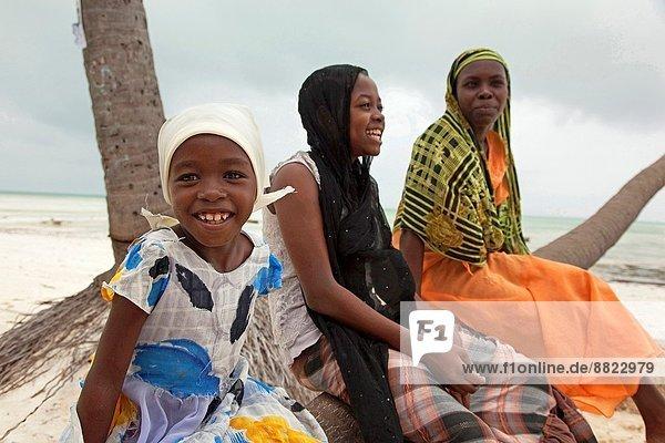 Ostafrika  Strand  Kopftuch  jung  Mädchen  Islam  Tansania