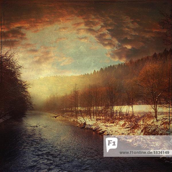 Deutschland  Nordrhein-Westfalen  bei Solingen  Wupper im Winter bei Sonnenaufgang