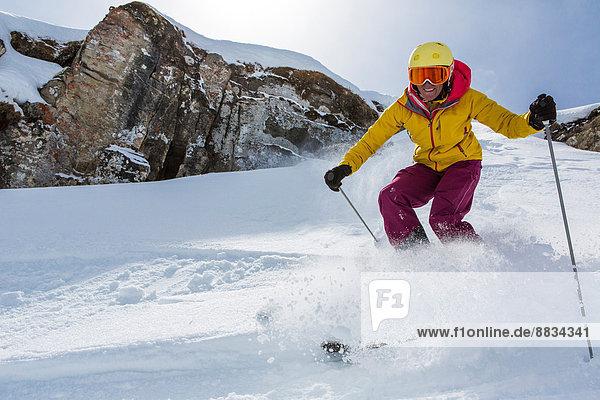 Schweiz  Graubünden  Obersaxen  Skifahrerin