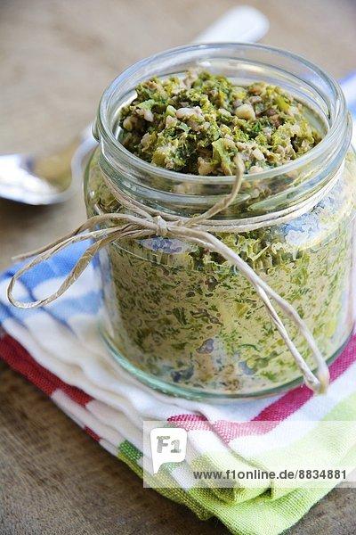 Hausgemachter Grünkohl und Walnusspesto