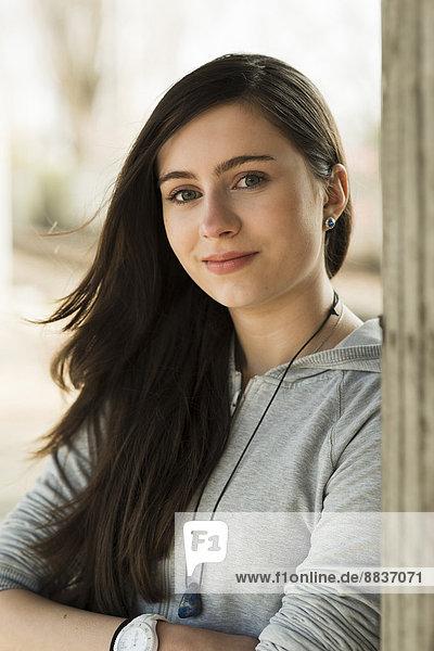 Porträt eines lächelnden Teenagers