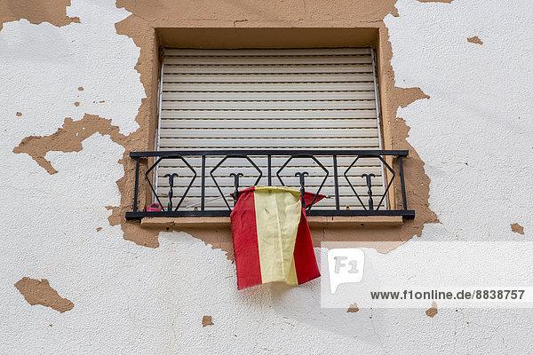 Fenster Jalousie geschlossen Fahne Spanien spanisch