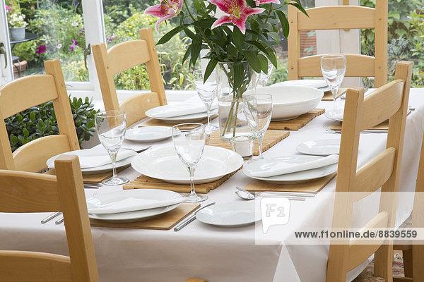 Frische Glas Blume Tag Zimmer weiß Teller Sonnenlicht Tisch Tischdecke