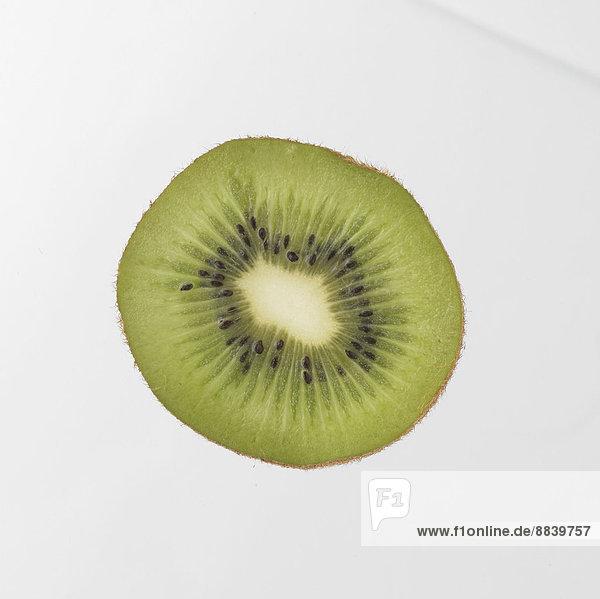 Kiwi  Apterygidae  Schnepfenstrauße  Schnepfenstrauß  Frucht  Scheibe  weiß  Hintergrund