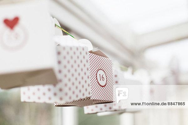 Dekoration der im Haus hängenden Schachteln