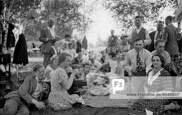 Bialorus 1934 picnic  Photograph taken by Bronislaw Buniakowski. (Photo by Forum/UIG/Getty Images)