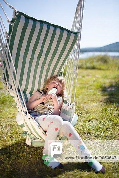 schlafen  Hängematte  Eis  Kiruna  Lappland  Mädchen  Sahne  Schweden