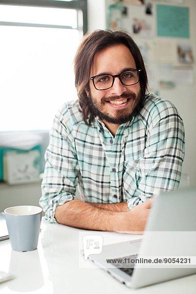 Vereinigte Staaten von Amerika  USA  Mann  arbeiten  Büro  Mittelpunkt  Erwachsener  New Jersey