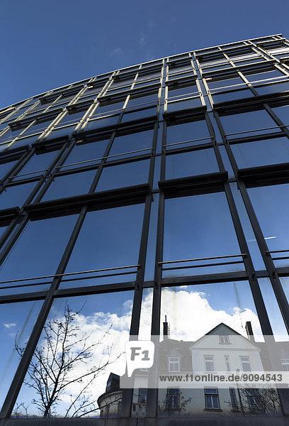 Deutschland  Bayern  München  Glasfassade  Haus