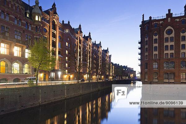 Deutschland  Hamburg  Lagerhäuser am Hollaendischbrookfleet in Speicherstadt