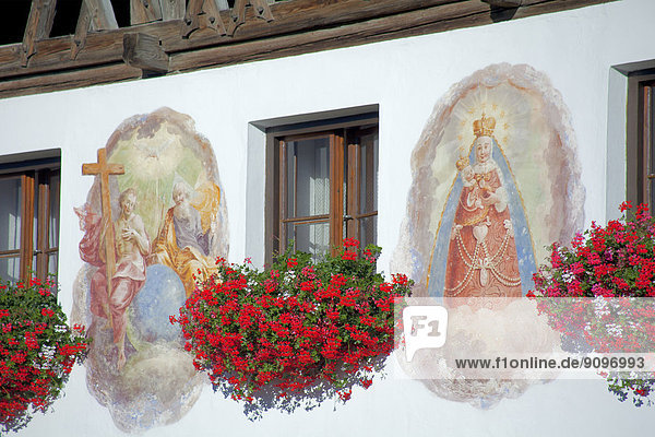 Christliche Wandmalerei an Bauernhaus  Mieming  Tirol  Österreich