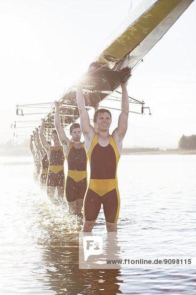 Ruderteam mit Totenkopf im See