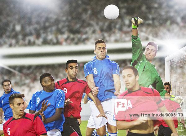 Fußballspieler beim Springen auf dem Spielfeld