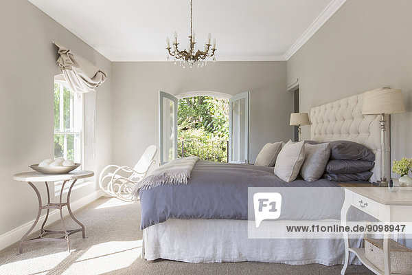 Sonniges Luxus-Schlafzimmer
