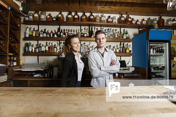 Portrait  Restaurant  Barkeeper  Hoffnung  Tresen