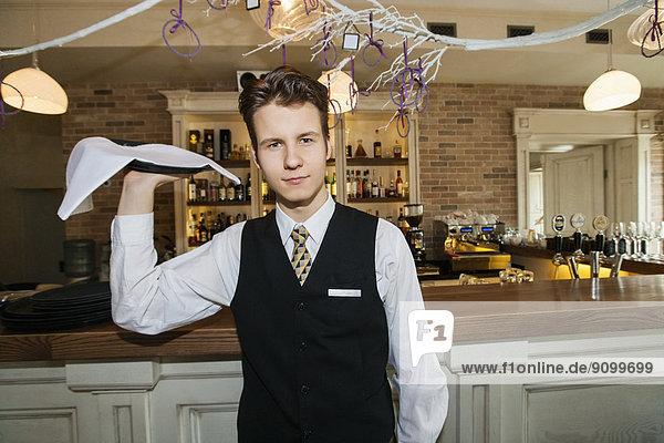 Portrait  tragen  geben  Restaurant  Tablett  Hoffnung  Kellner