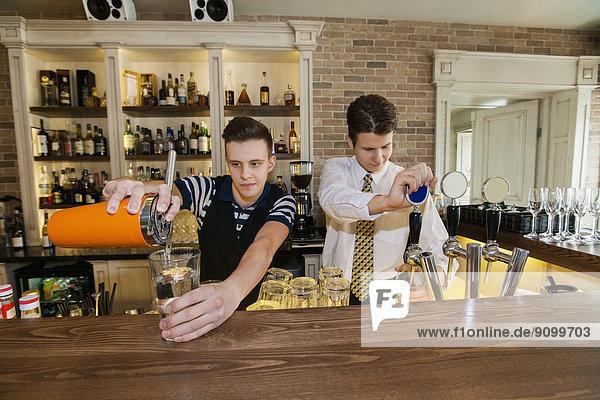 arbeiten  Restaurant  Barkeeper  Tresen