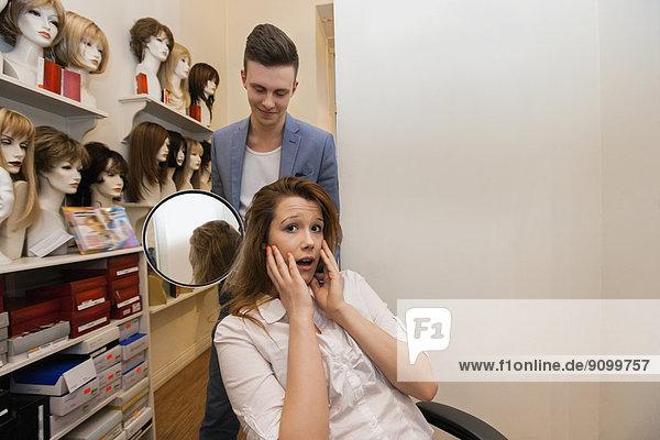 zeigen  Nervosität  Kunde  Friseur  Haar