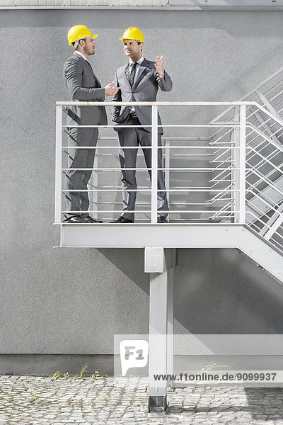 Kommunikation  Architekt  Treppe  jung  Länge  voll