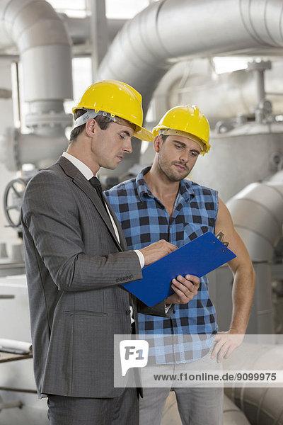 Diskussion  Klemmbrett  Industrie  arbeiten  über  Chef  Führung  Anleitung führen  führt  führend