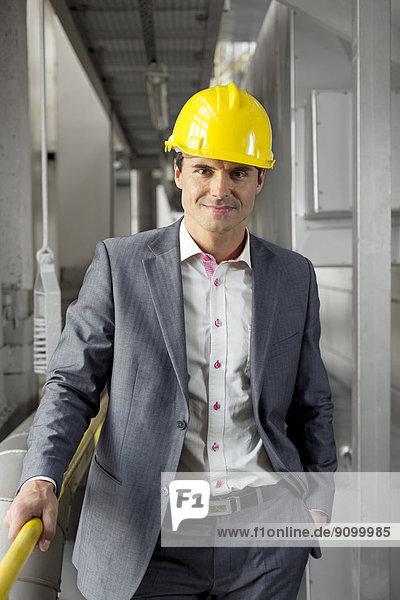 Portrait  Manager  Industrie  Hut  jung  Hoffnung  Kleidung  hart
