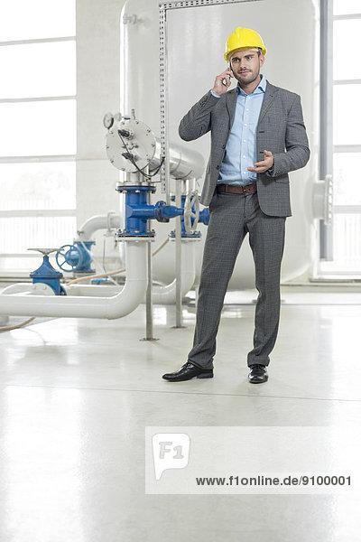 benutzen  Manager  Industrie  Telefon  jung  Länge  Handy  voll