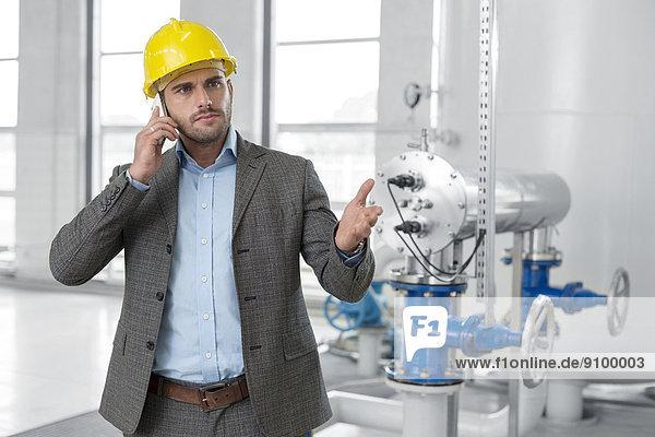 benutzen  Manager  ernst  Industrie  Telefon  jung  Handy