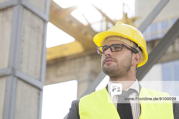 bauen  sehen  Hut  Architekt  jung  wegsehen  Reise  Kleidung  hart