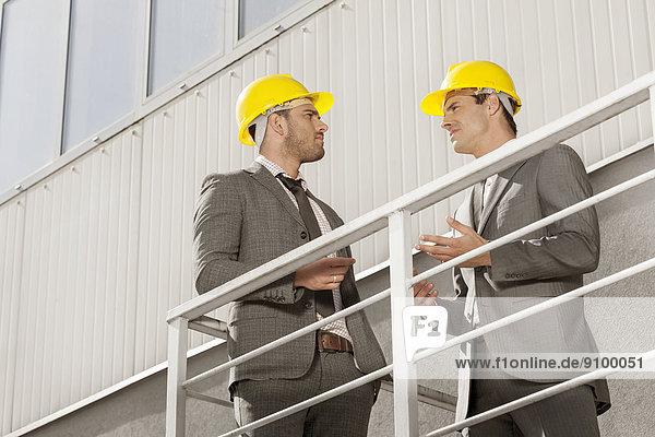 Diskussion  Gebäude  Architekt  Treppe  jung