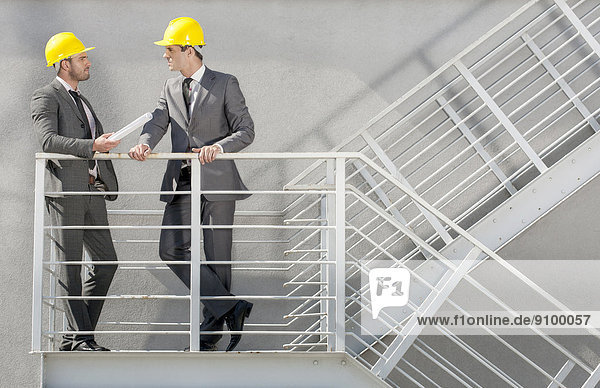 Diskussion  Architekt  Treppe  jung  Länge  voll