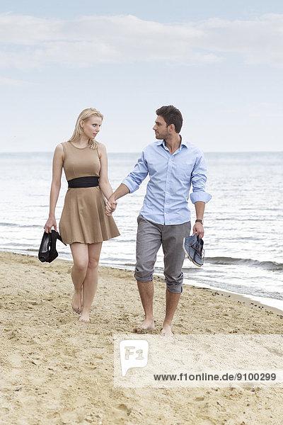 gehen , Strand , halten , jung , Länge , voll , Romantik