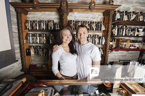 stehend  Zusammenhalt  Portrait  Fröhlichkeit  Laden  Tee